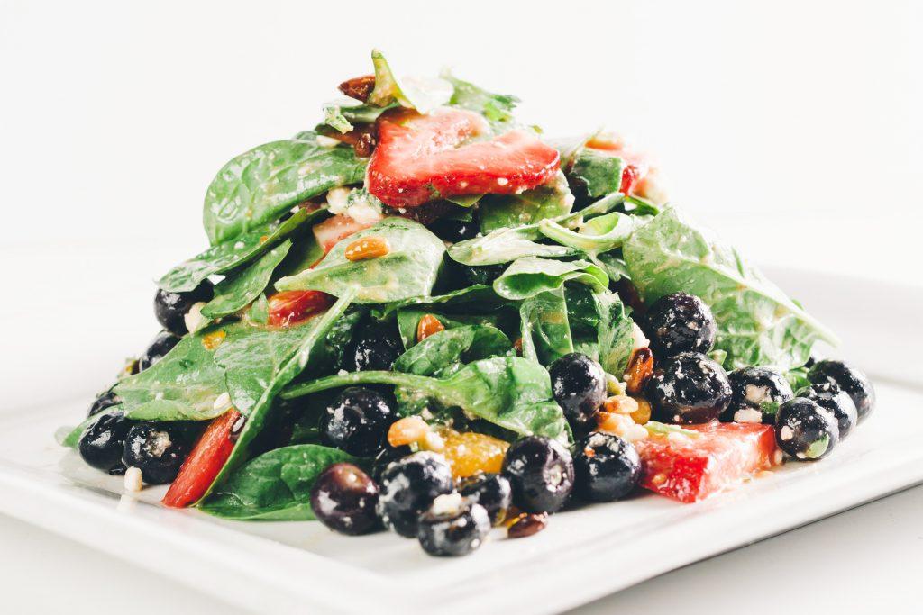 Komodo's Farmer's Market Spinach & Berry Salad